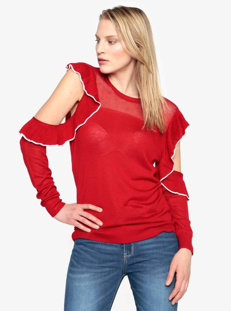 Červený sveter s prestrihmi...