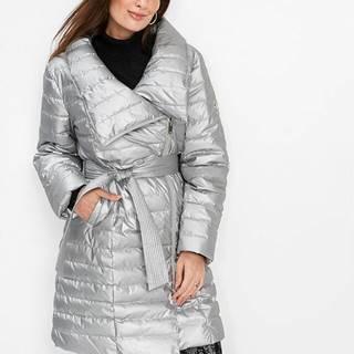 Krátky prešívaný kabát s lesklým vzhľadom