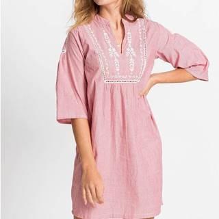 Šaty s pásikmi a výšivkou